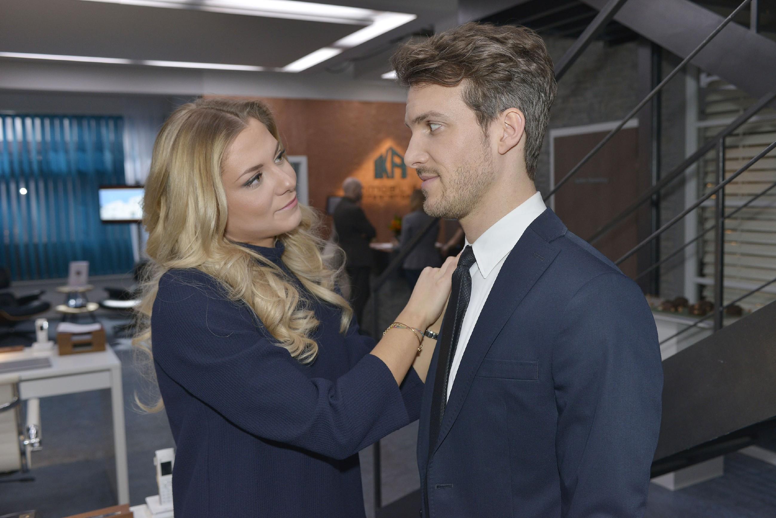 Felix (Thaddäus Meilinger) ärgert es, dass Chris seinen Kampf um Sunny (Valentina Pahde) einfach nicht aufgeben will, lässt sich vor ihr jedoch nichts anmerken...