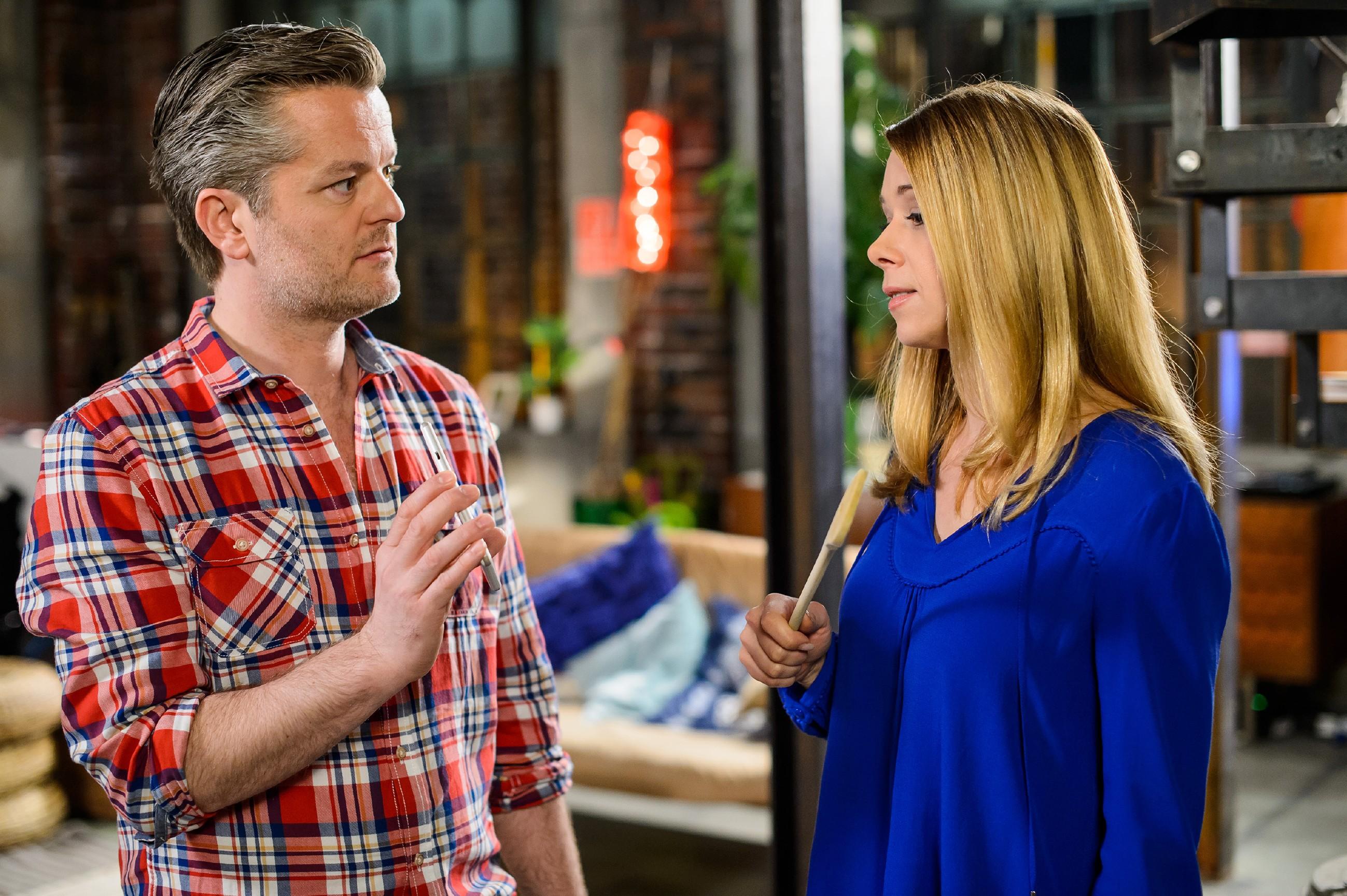 Diana (Tanja Szewczenko) gibt sich Ingo (André Dietz) gegenüber davon überzeugt, dass Marie mit Tim unterwegs ist. (Quelle: RTL / Willi Weber)
