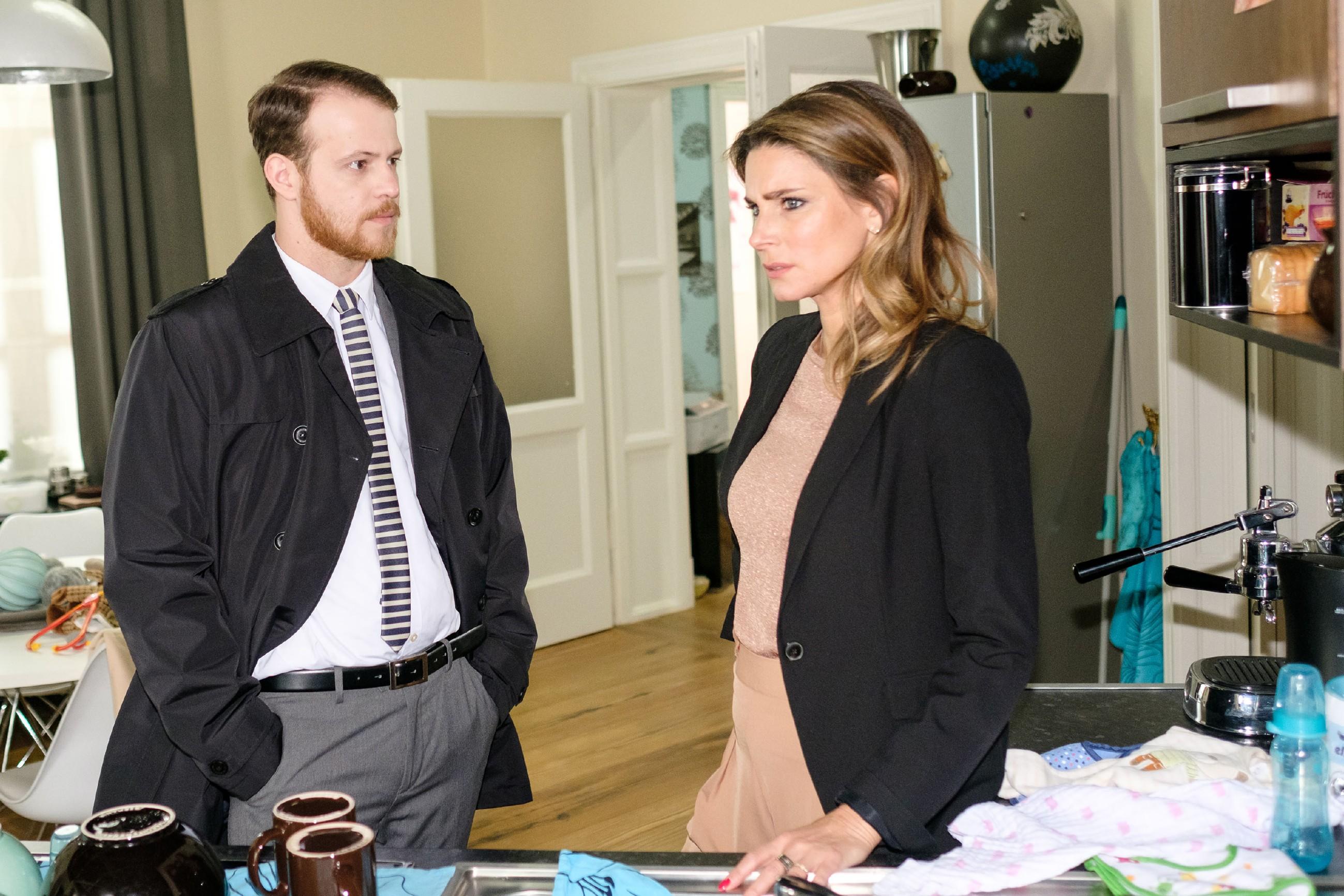 Tobias (Patrick Müller) ist entschlossen, Opitz das Handwerk zu legen und bittet Eva (Claudelle Deckert), ihren Privatdetektiv auf Opitz' Männer anzusetzen. (Quelle: RTL / Stefan Behrens)