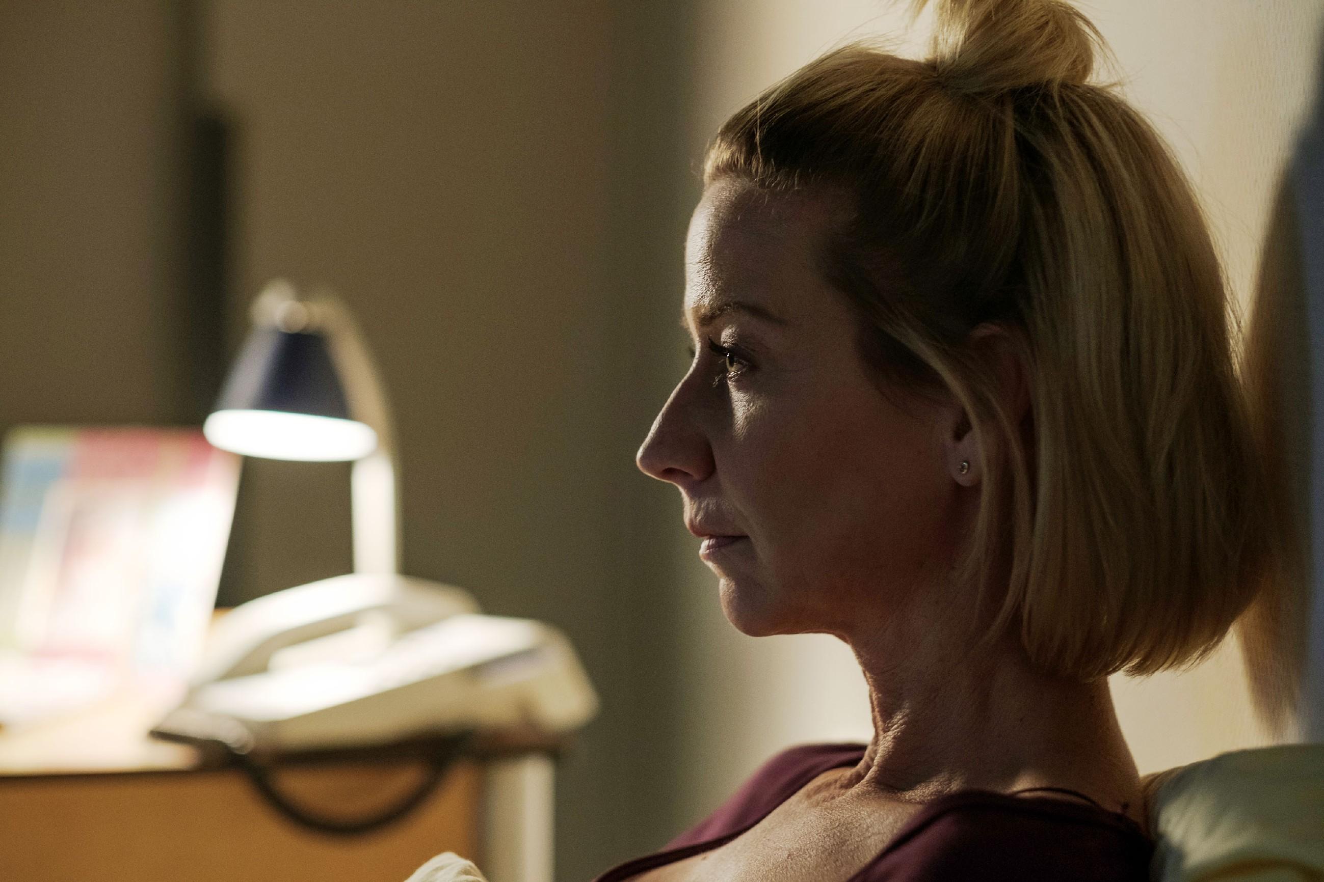 Allmählich ergreift Ute (Isabell Hertel) die Angst, dass ihr Maja durch die erzwungene Trennung immer fremder wird... (Quelle: RTL / Stefan Behrens)