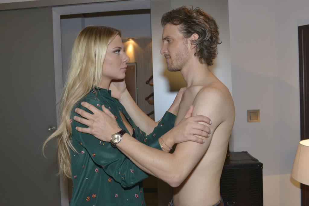 Als Sunny (Valentina Pahde) erkennt, was Felix (Thaddäus Meilinger) für sie getan hat, lässt sie sich auf ihn ein...