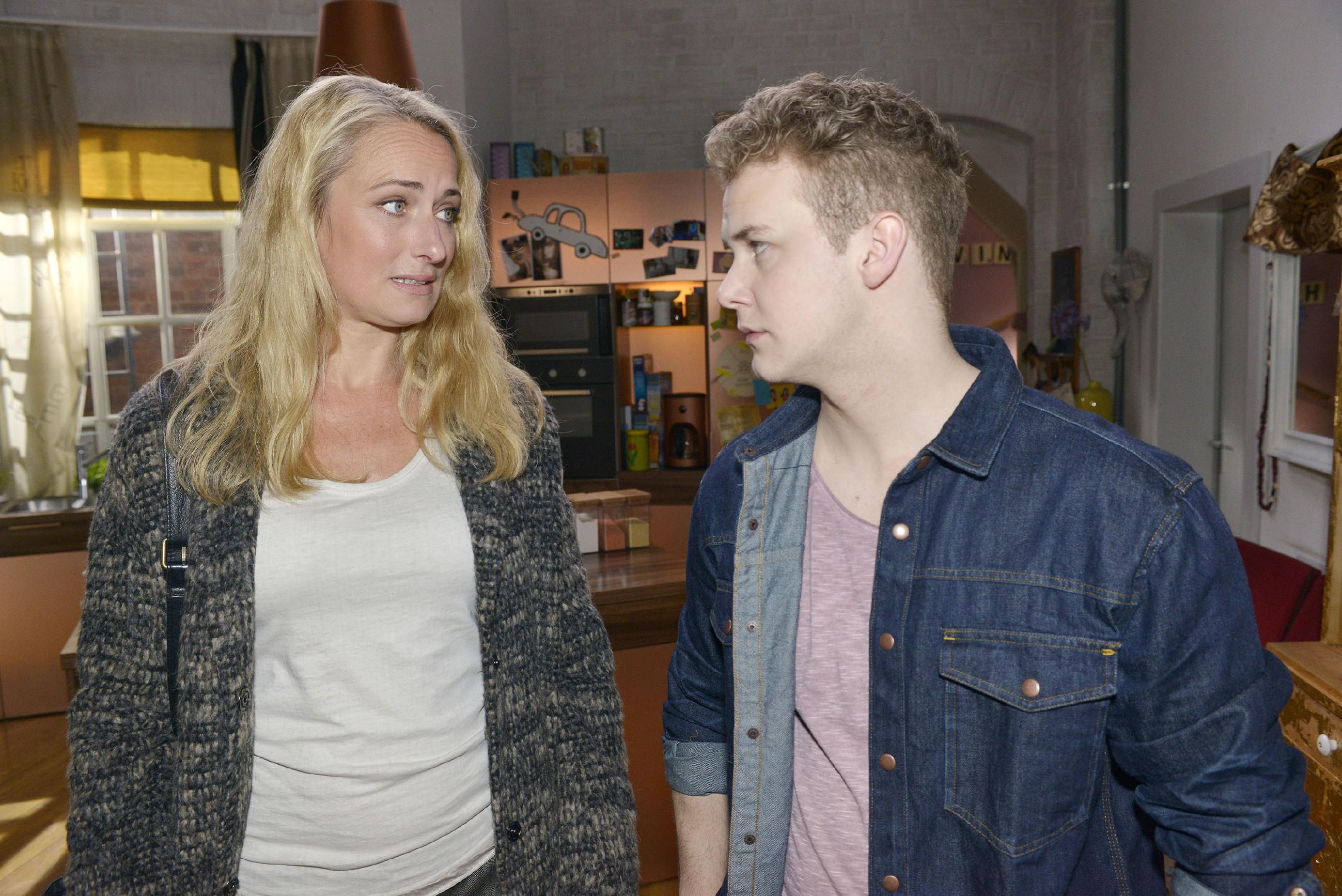 Als Maren (Eva Mona Rodekirchen) von der schriftlichen Abiturpleite erfährt, spart sie mit Vorhaltungen, zumal Jonas (Felix van Deventer) mit den mündlichen Prüfungen ausgleichen kann. Doch Jonas hat endgültig genug von der Büffelei... (Quelle: RTL / Rolf Baumgartner)
