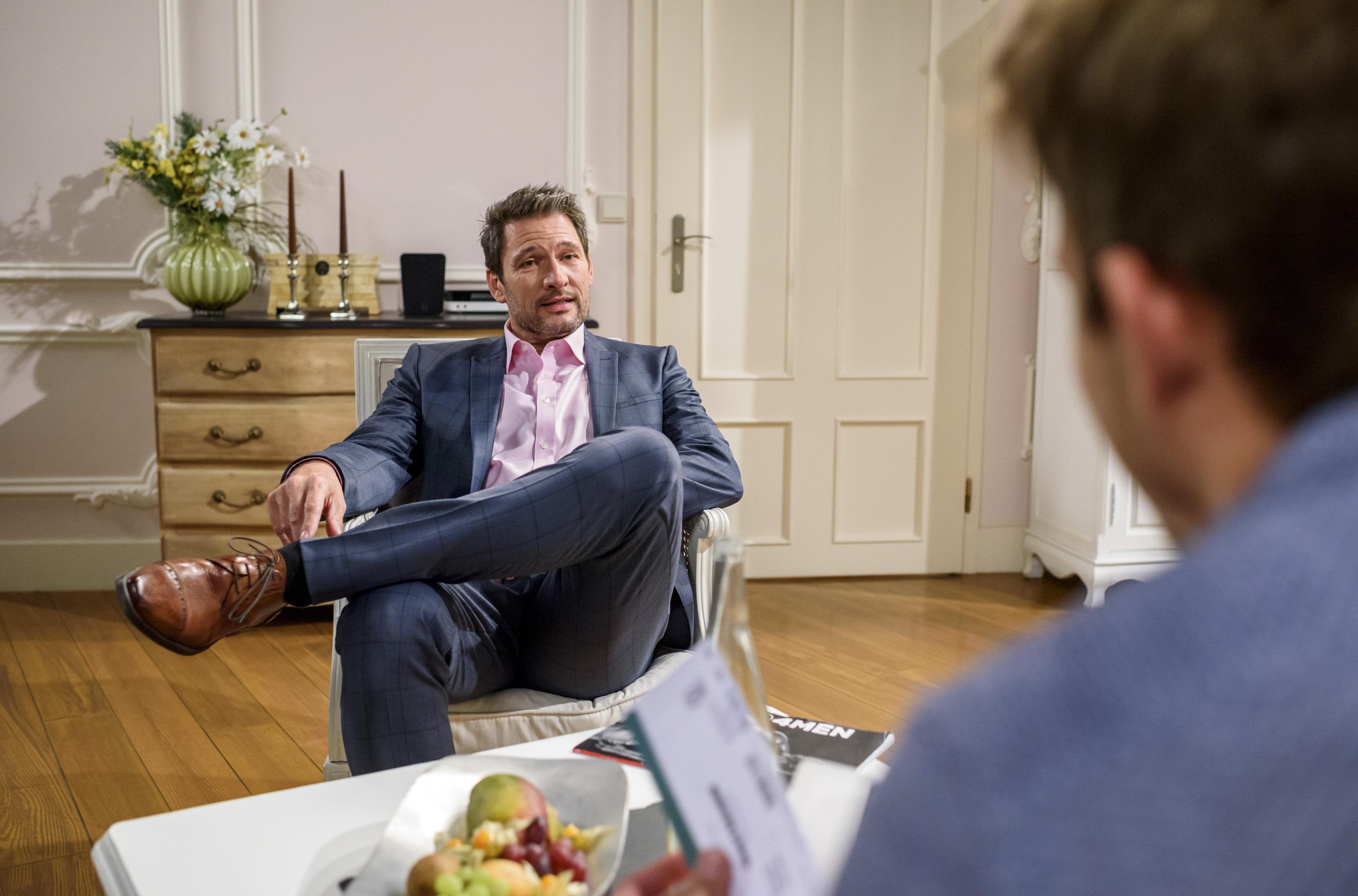 ARD STURM DER LIEBE FOLGE 2736, am Freitag (28.07.17) um 15:10 Uhr im ERSTEN. Christoph (Dieter Bach, l.) beteuert gegenüber Boris (Florian Frowein, r.), dass er den Kampf um die Fürstenhofanteile nicht aufgeben wird. (Quelle: ARD/Christof Arnold)