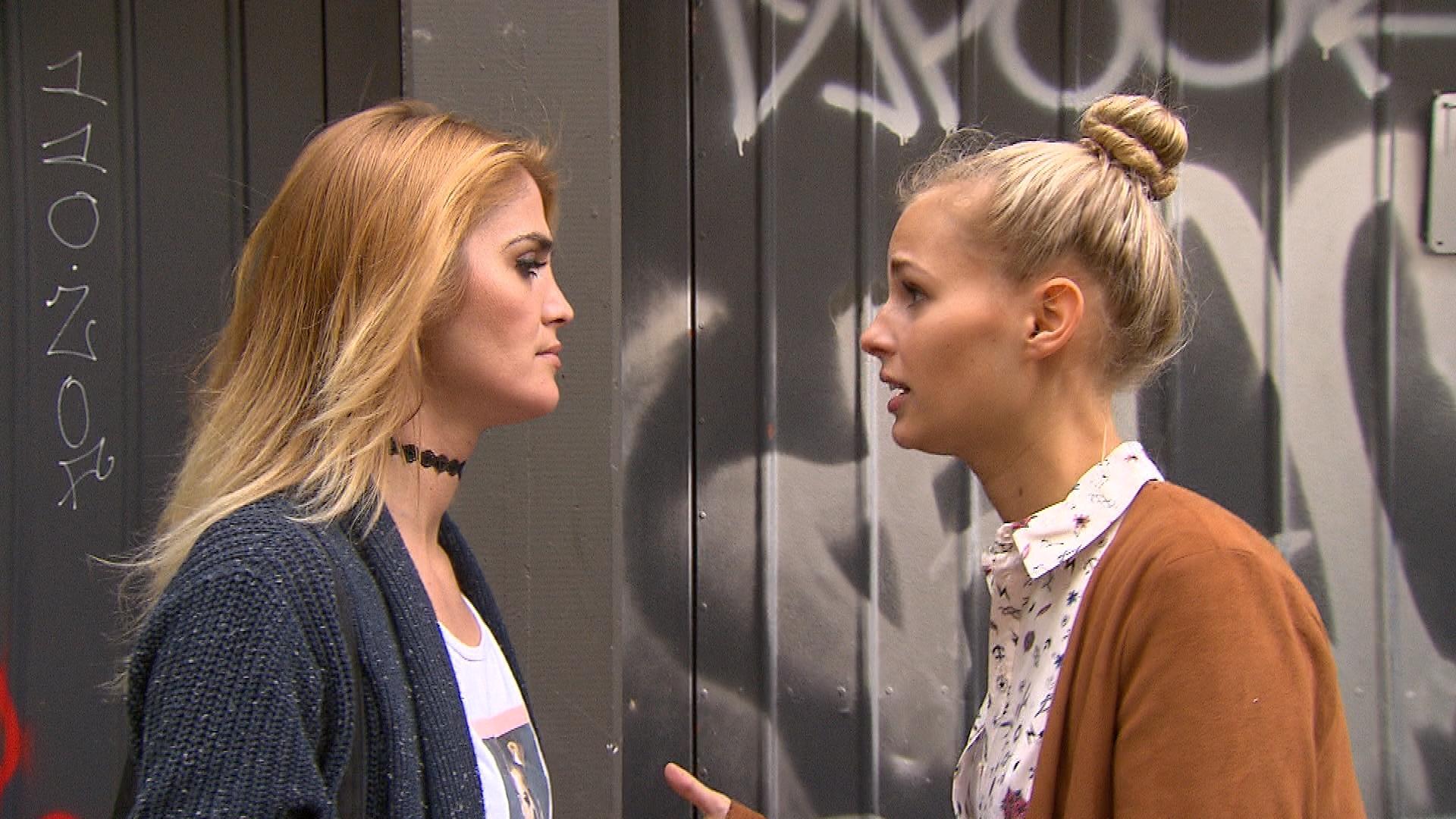 Jule ist fest entschlossen, das zerrüttete Verhältnis zu ihrer Schwester Kathi zu kitten. (Quelle: RTL 2)