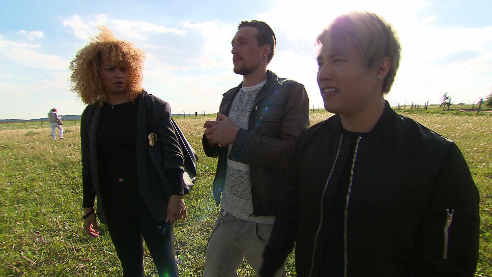 Sam freut sich auf den heutigen Tag, denn das Plattenlabel hat für sie und Jay Oh einen Interview-Termin geplant. (Quelle: RTL 2)