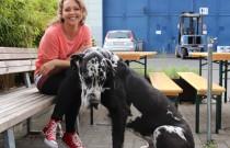 Größter Hund – kleinster Name. Ines Kurenbach zeigt ihren Bo