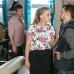 Pia (Isabell Horn, hinten) und Ben (Jörg Rohde, 2.v.l.) beobachten mit unterschiedlichen Gefühlen, wie Iva (Christina Klein) ihre Enttäuschung an ihrem vermutlichen Peiniger Tobi (Michael Jassin) entlädt. (Quelle: RTL / Kai Schulz)
