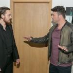 Matthias (Philipp Noack, l.) kann Ben (Jörg Rohde) überzeugen, dass er für Ivas Sicherheit auf der Tour unverzichtbar ist. (Quelle: RTL / Kai Schulz)