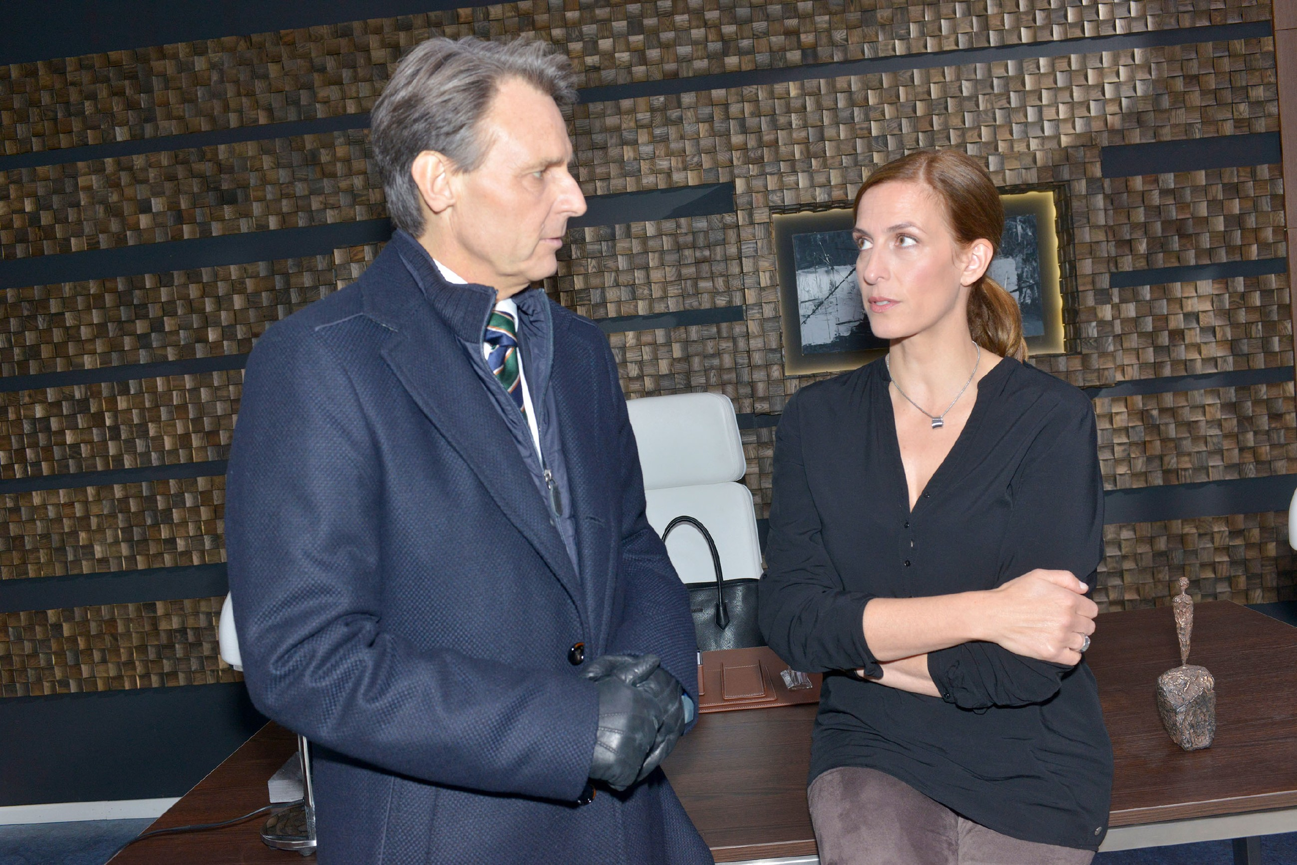 Gerner (Wolfgang Bahro) und Katrin (Ulrike Frank) hoffen, dass Sunny in das Unternehmen einsteigt. (Quelle: RTL / Rolf Baumgartner)