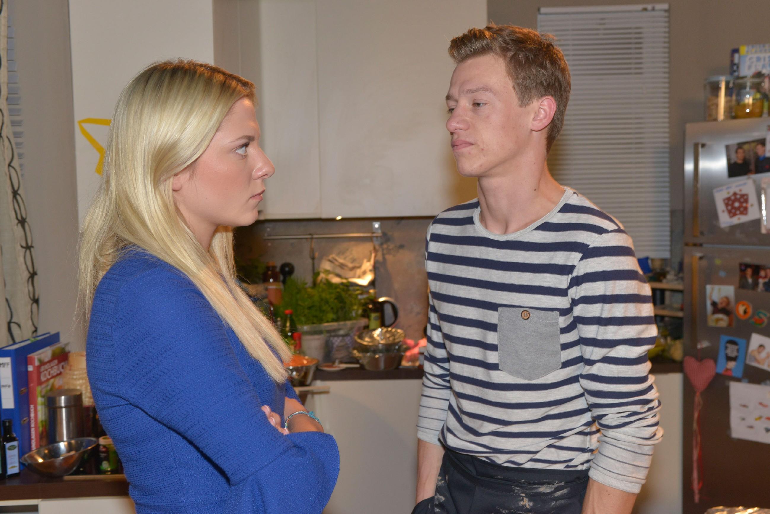 Sunny (Valentina Pahde) und Vince (Vincent Krüger) geraten über ihre jeweiligen Verpflichtungen in Streit.