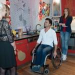 Bevor Elli (Nora Koppen, r.) Paco (Milos Vukovic) endlich ihre Gefühle gestehen kann, kommt ihr eine attraktive Frau zuvor. (Quelle: RTL / Stefan Behrens)
