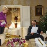 Richard (Sivian-Pierre Leirich) redet sich im Beisein der Haushälterin Frau Scholz (Inge Brings) ein, dass Marian und Lena froh sind, wenn sie nicht ausziehen müssen. (Quelle: RTL / Michael Böhme)