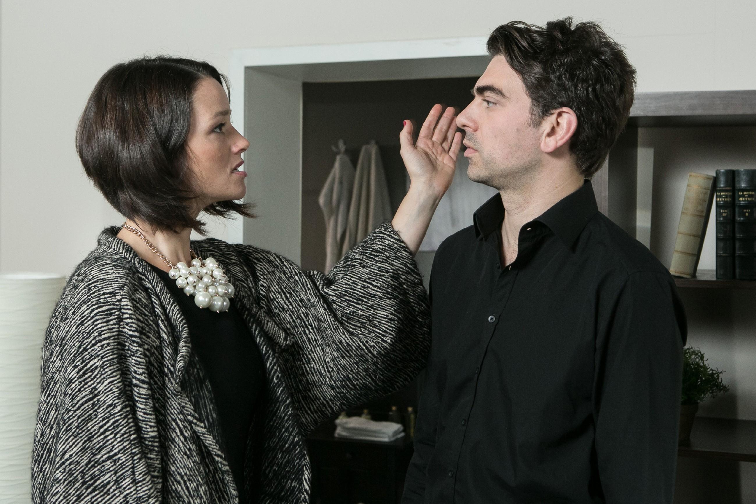 Als Veit (Carsten Clemens) gesteht, nur Pia zu lieben, kassiert er von Jenny (Kaja Schmidt-Tychsen) eine deftige Ohrfeige... (Quelle: RTL / Kai Schulz)