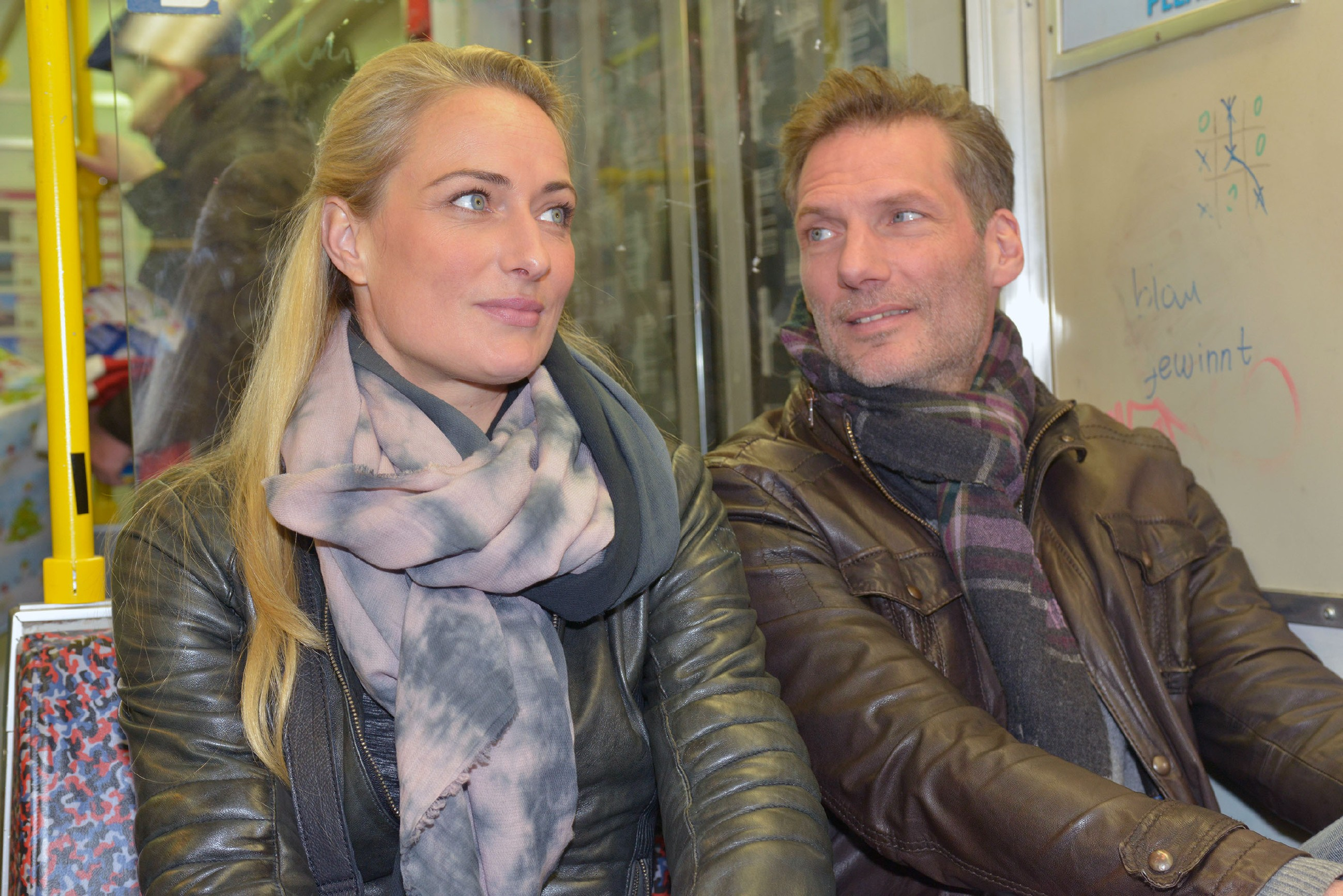 Als hätte Maren (Eva Mona Rodekirchen) mit dem ganzen Weihnachtsstress nicht schon genug zu tun, kommt ihr nun auch noch Alexander (Clemens Löhr) in die Quere. (Quelle: RTL / Rolf Baumgartner)