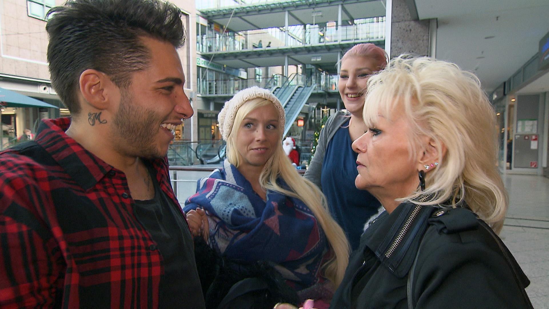 Rick, Peggy, Paula und Inge auf weihnachtlicher Shoppingtour (Quelle: RTL 2)