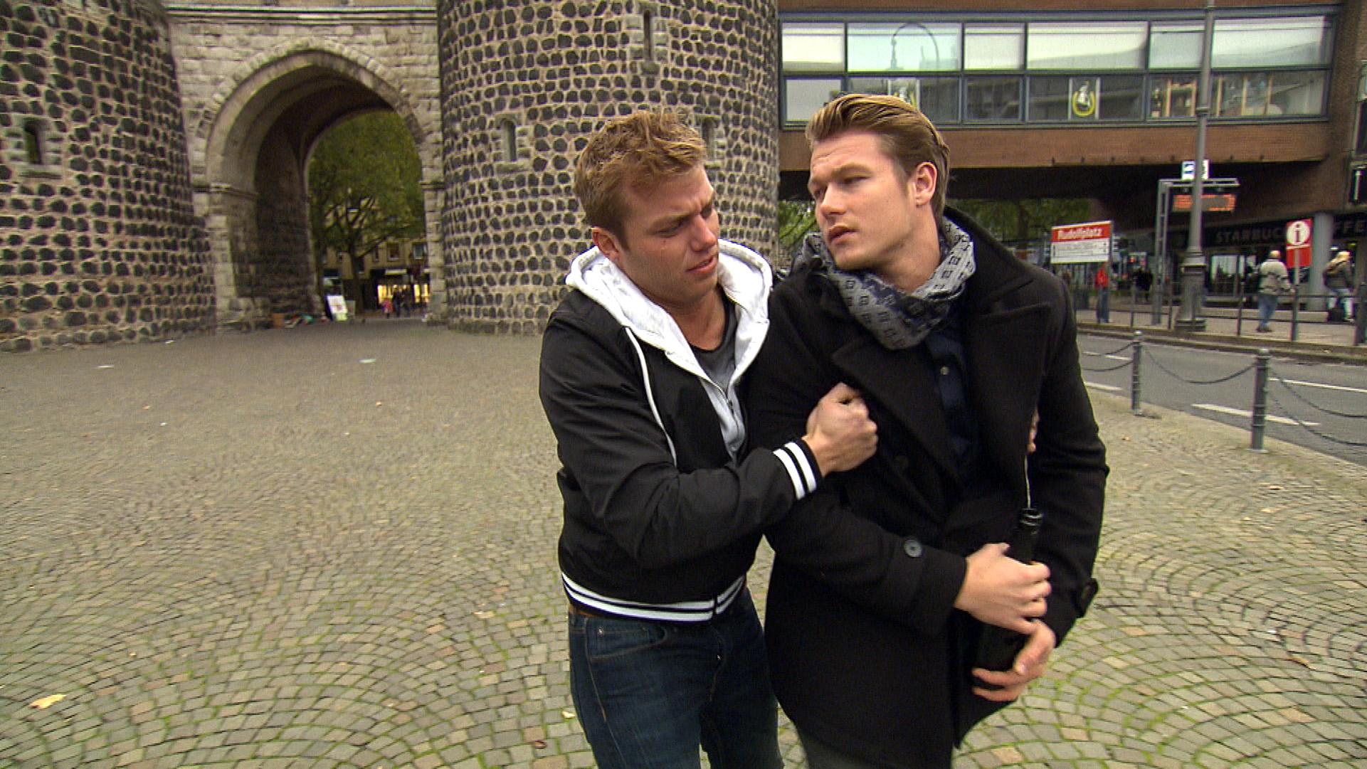 Valentin hat die Nacht zum Tag gemacht. Als er später von Felix und Laura auf dem Bürgersteig aufgelesen wird und die ihn umsorgen wollen, haut er ab. (Quelle: RTL 2)