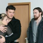 Matthias' (Philipp Noack, r.) Wut steigert sich, als seine Plan, Iva (Christina Klein) endgültig für sich zu gewinnen, von Ben (Jörg Rohde) durchkreuzt wird. (Quelle: RTL / Kai Schulz)
