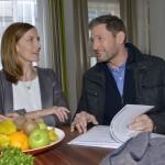 Katrin (Ulrike Frank) trifft sich arglos mit Frederic (Dieter Bach) und ahnt immer noch nichts von seiner wahren Identität... (Quelle: RTL / Rolf Baumgartner)
