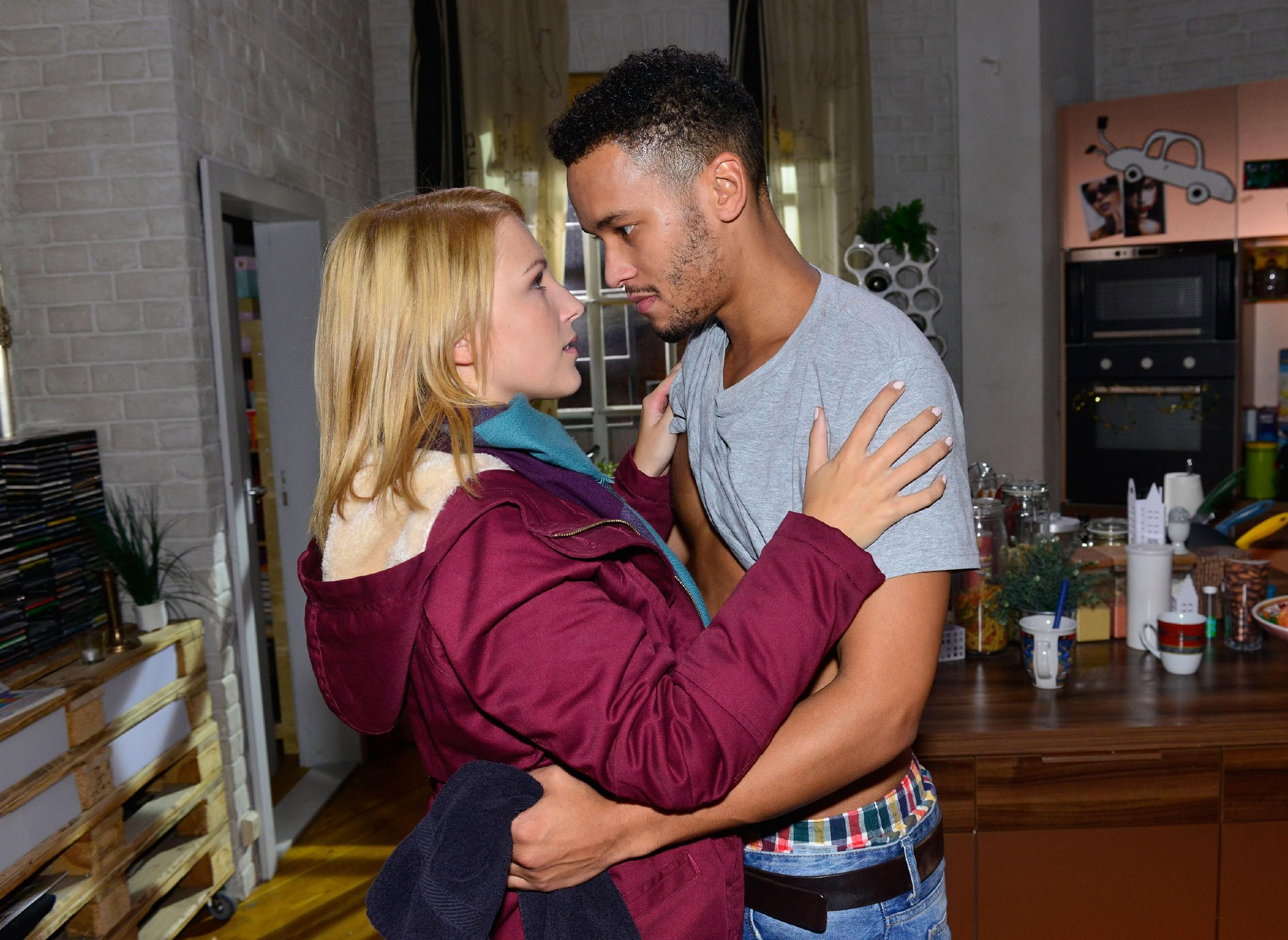 Lilly (Iris Mareike Steen) will Amar (Thando Walbaum) nie wieder verlieren - und beschließt, mit ihm nach Norwegen auszuwandern. (Quelle: RTL / Rolf Baumgartner)