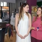 Sophie (Lea Marlen Woitack, l.) und Jasmin (Janina Uhse, r.) haben kein Ohr für Emilys (Anne Menden) Probleme. (Quelle: RTL / Rolf Baumgartner)