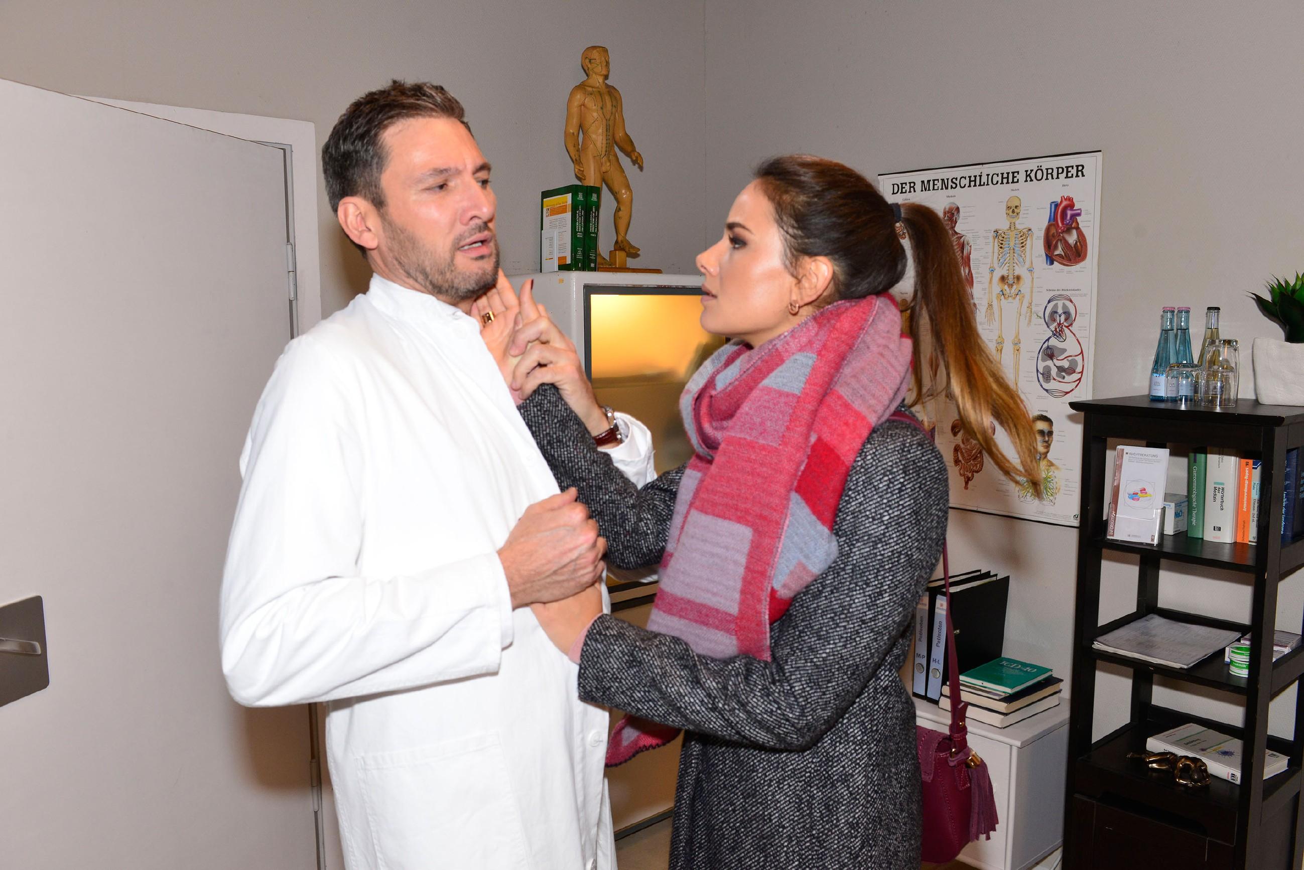 Jasmin (Janina Uhse) reagiert verzweifelt, als Frederic (Dieter Bach) sie zurückweist... (Quelle: RTL / Rolf Baumgartner)