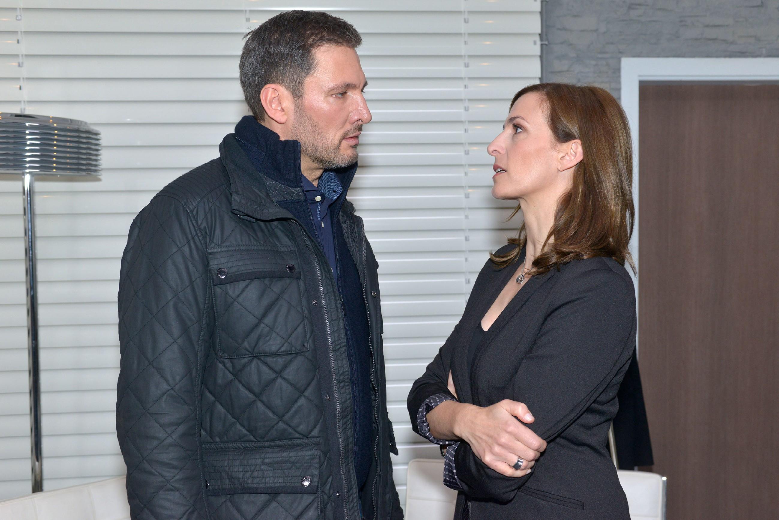 Frederic (Dieter Bach) zieht sich Katrins (Ulrike Frank) Hass zu, weil er Jasmin die Wahrheit über seine Vergangenheit sagen will. (Quelle: RTL / Rolf Baumgartner)
