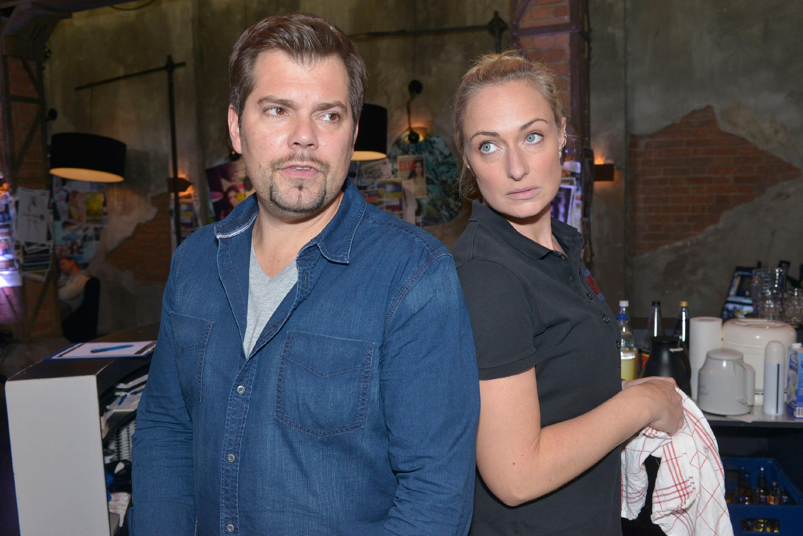 Leon (Daniel Fehlow) und Maren (Eva Mona Rodekirchen) reden sich ein, dass in der Filmriss-Nacht nichts zwischen ihnen gelaufen ist. (Quelle: RTL / Rolf Baumgartner)