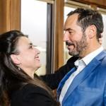 Richard (Silvan-Pierre Leirich) ist überrascht, als Simone (Tatjana Clasing) früher als erwartet nach Essen zurückkehrt. (Quelle: RTL / Willi Weber)
