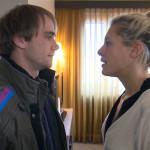 Schmidti (li.) will immer noch die Hochzeit von Kiara (re.) und Piet sprengen... (Quelle: RTL 2)