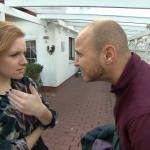 Krätze versucht mit aller Macht, sich vor dem heute anstehenden Geburtstag von Emmis Vater zu drücken, da er glaubt, dass ihr Vater ihn hasst... (Quelle: RTL 2)