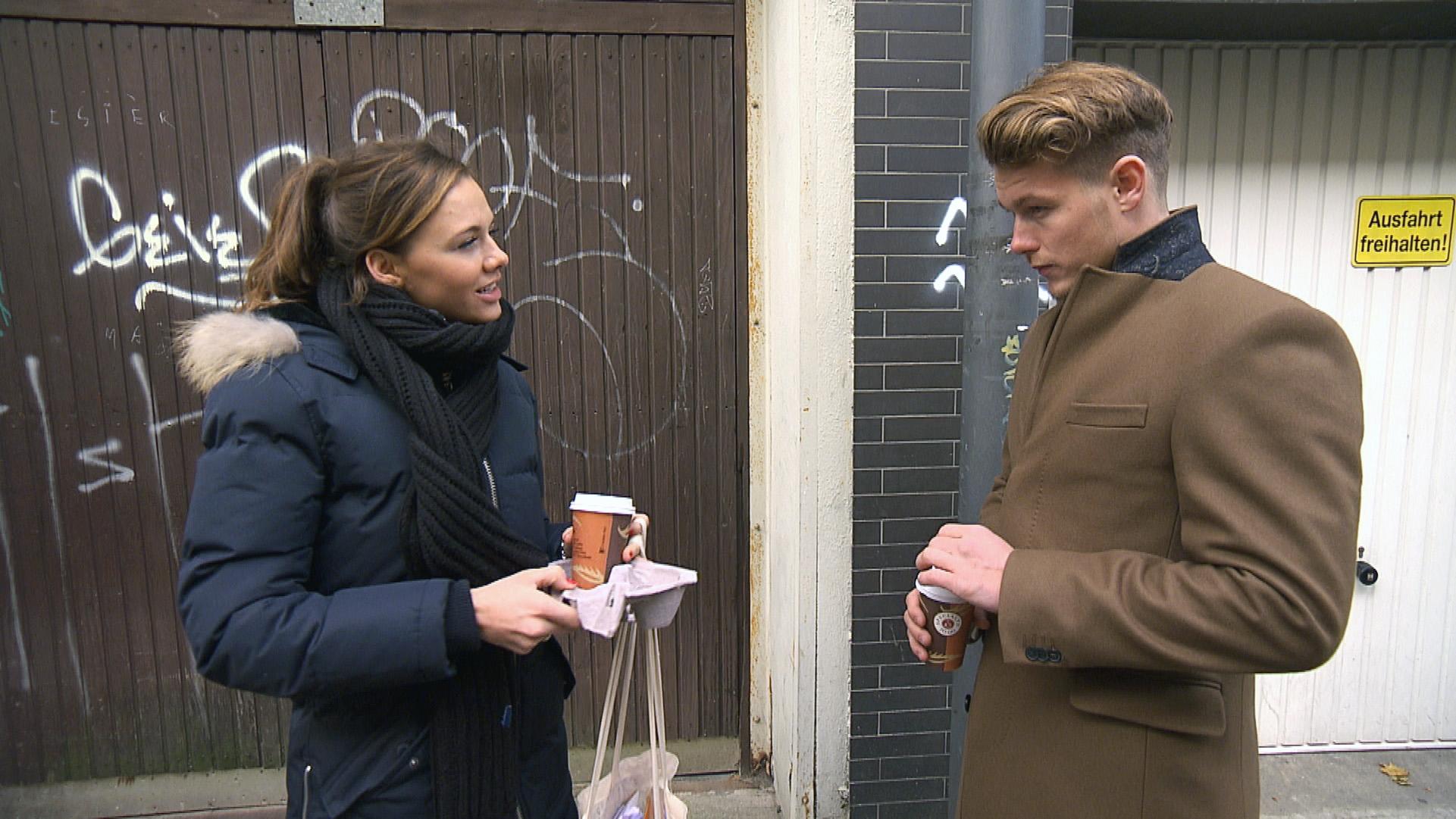 Anna muss traurig feststellen, dass die Kluft zwischen ihr und ihren Freunden unüberwindbar ist. Ausgerechnet Valentin hilft ihr in dieser schwierigen Zeit. (Quelle: RTL 2)