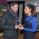 Im Überschwang der Gefühle erklärt sich Jasmin (Janina Uhse) spontan bereit, mit Frederic (Dieter Bach) nach Australien durchzubrennen, um einen Neuanfang zu wagen... (Quelle: RTL / Rolf Baumgartner)