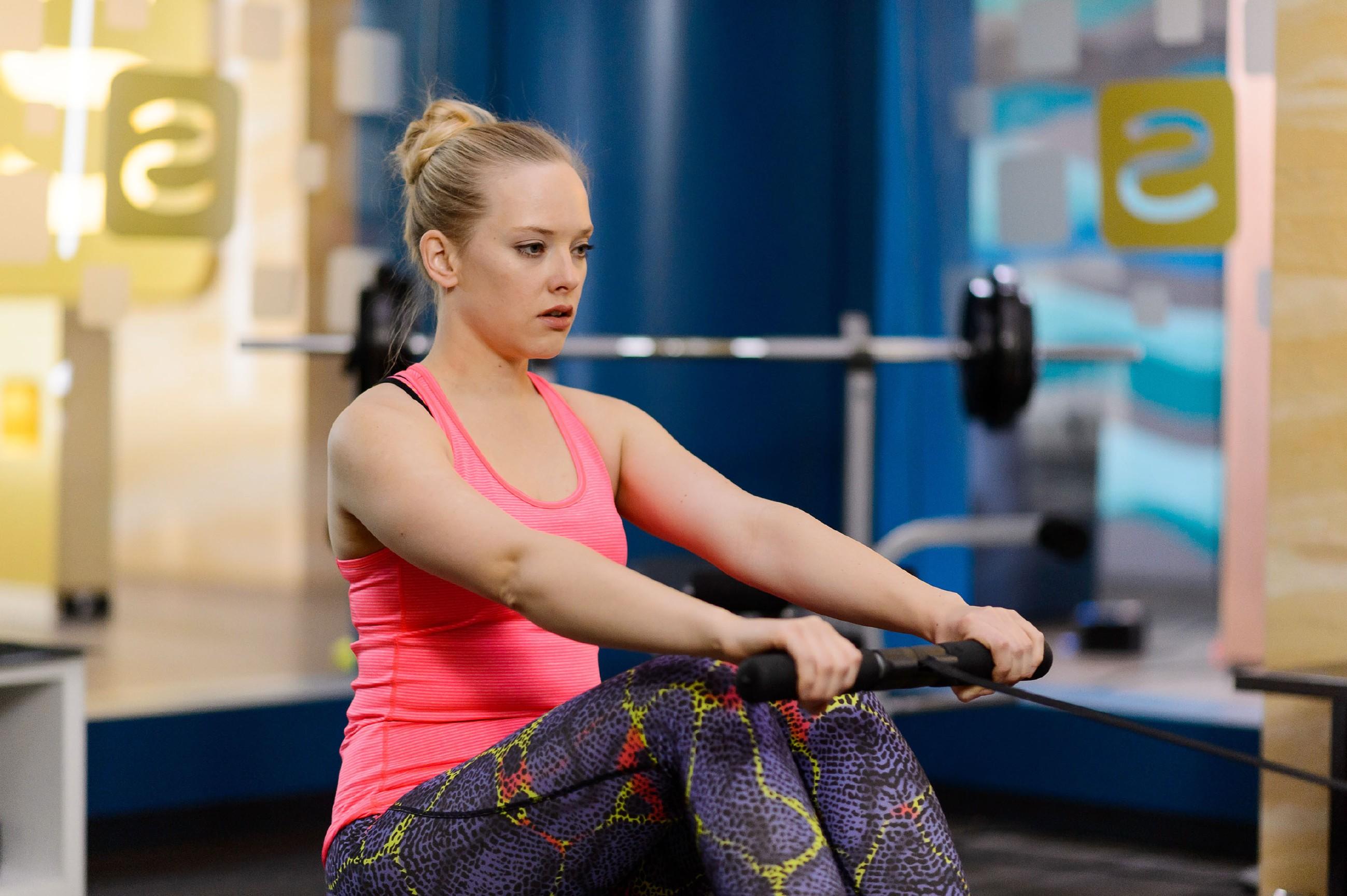 Marie (Judith Neumann) wirft sich während des Trainings vor, dass sie Tobis Gefühle nicht eher erkannt hat. (Quelle: RTL / Willi Weber)