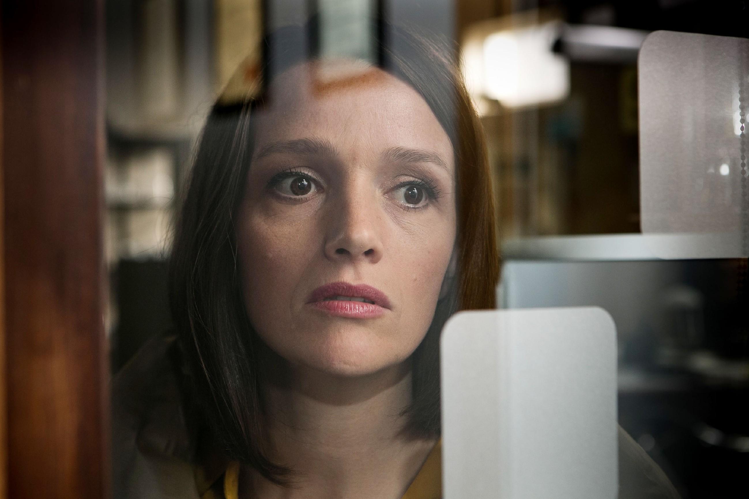 Jenny (Kaja Schmidt-Tychsen) ist es gelungen, ihre Eltern von der Eishallen-Idee zu überzeugen. (Quelle: RTL / Kai Schulz)
