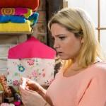 Bea (Caroline Maria Frier) erkennt schockiert die Bedeutung ihres verstörenden Traums... (Quelle: RTL / Willi Weber)