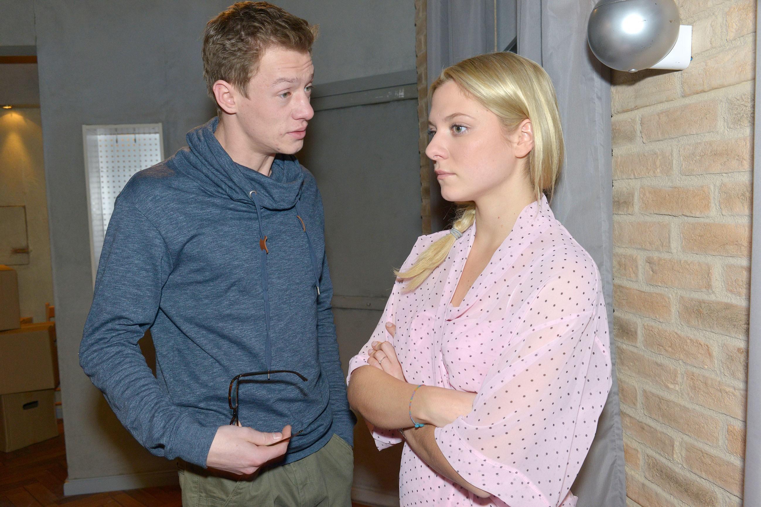 Vince (Vincent Krüger) und Sunny (Valentina Pahde) hoffen, dass ihre finanzielle Planung aufgeht.