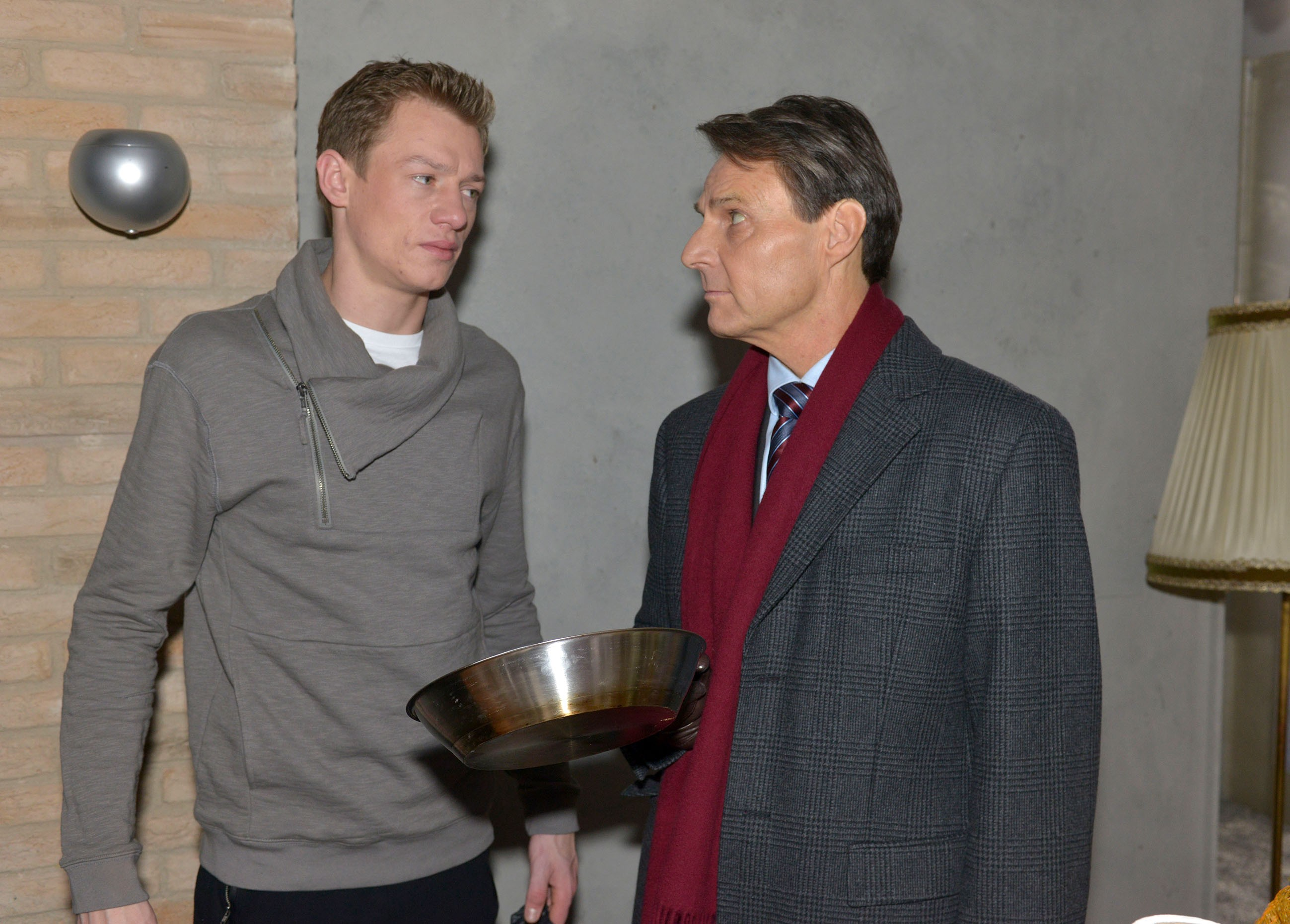 Vince (Vincent Krüger, l.) und Gerner (Wolfgang Bahro) kommen auf keinen gemeinsamen Nenner.