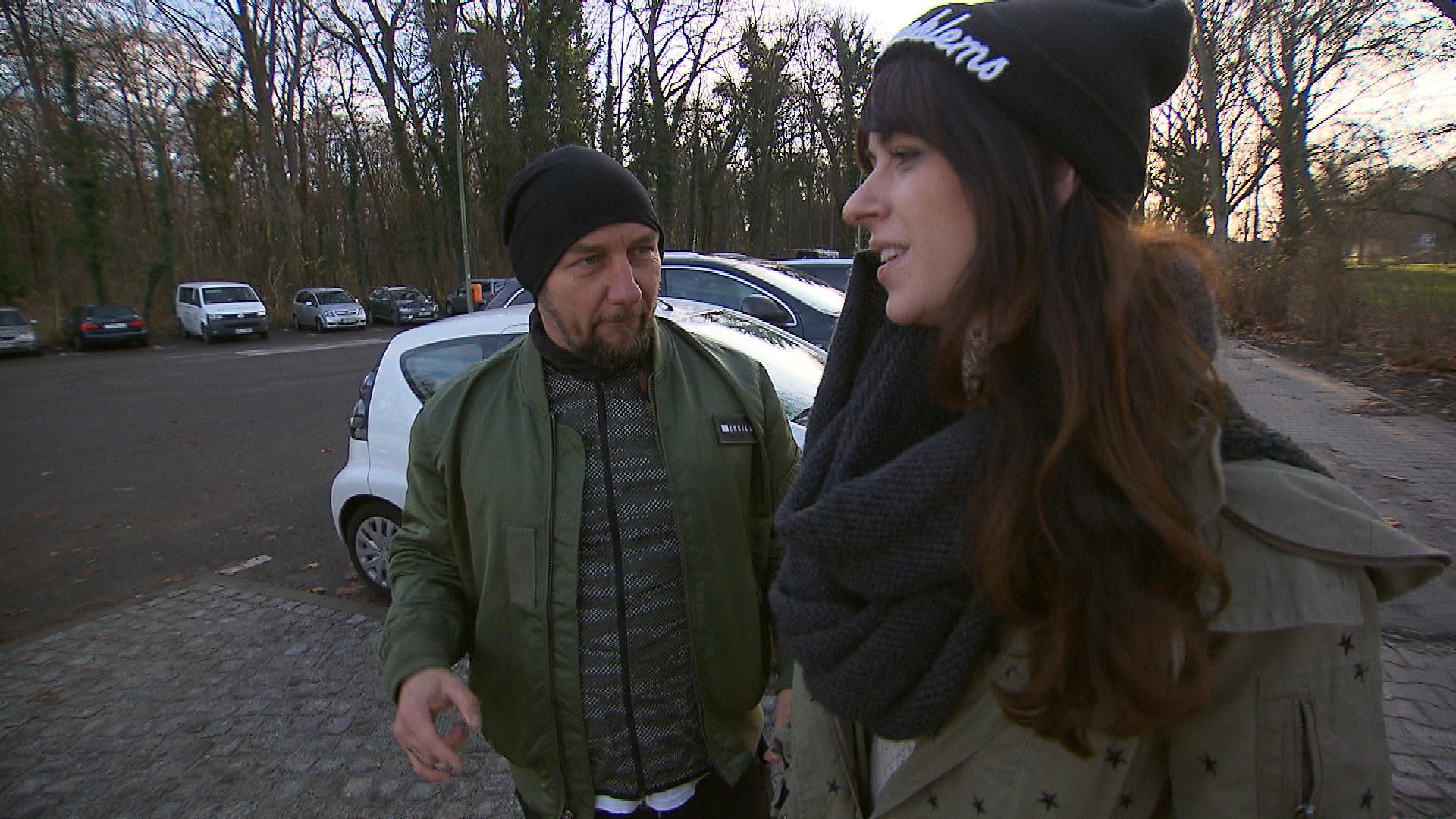 Caro kann nicht verhindern, dass ihr die Trennung von Niklas an die Nieren geht. Daniel tut es leid, seine Ziehtochter so leiden zu sehen, doch Caro will weder Beistand noch Ablenkung. (Quelle: RTL 2)