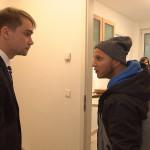 Schmidti schöpft Hoffnung, als ihm Makler-Kollege Mirko eine anscheinend leicht vermittelbare Wohnung überlässt. Doch dann muss Schmidti feststellen, dass dort Mietnomaden hausen. (Quelle: RTL 2)