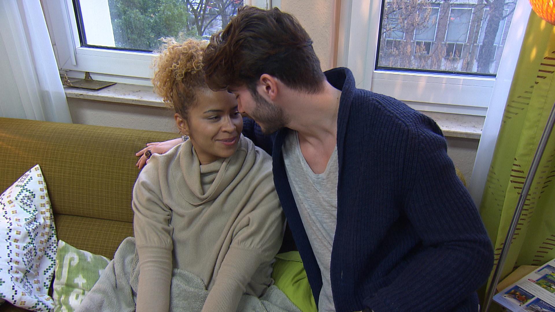 Sam ist überrumpelt, als Fil sie fragt, ob er vorübergehend bei ihr einziehen darf. Letztendlich ist sie einverstanden und zuversichtlich, dass das WG-Leben mit Fil harmonisch verläuft. (Quelle: RTL 2)