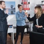 Als Eva (Claudelle Deckert, r.) erfährt, dass Caro (Ines Kurenbach) und Tobias (Patrick Müller) hinter ihrem Rücken Einsicht in die Geschäftsunterlagen genommen haben, kommt es zu einem heftigen Streit... (Quelle: RTL / Stefan Behrens)