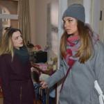 Jasmin (Janina Uhse, r.) ist über Emilys (Anne Menden) Vertrauensbruch fassungslos und lehnt deren Entschuldigung ab... (Quelle: RTL / Rolf Baumgartner)