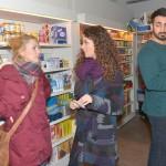 Als Ayla (Nadine Menz, M.) Lilly (Iris Mareike Steen) erläutert, was sie von einem Mann erwartet, bringt das Mesut (Mustafa Alin) zum Nachdenken. (Quelle: RTL / Rolf Baumgartner)