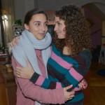 Selma (Rona Özkan, l.) freut sich, dass Ayla (Nadine Menz) ihr das Treffen mit Jonas erlaubt. (Quelle: RTL / Rolf Baumgartner)