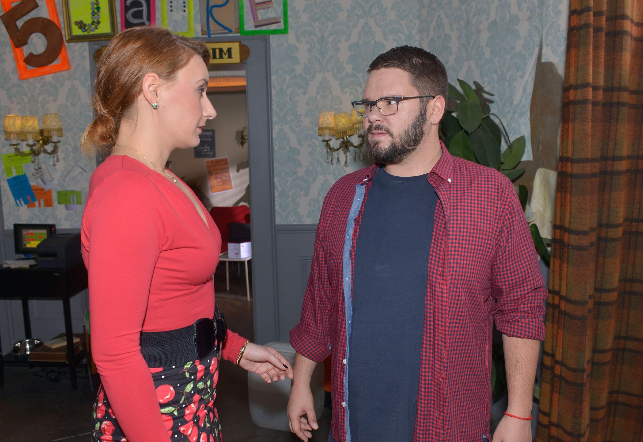 Tuner (Thomas Drechsel) ist fassungslos, als Lotta (Luise Schubert) ihm gesteht, nicht von ihm schwanger zu sein... (RTL / Rolf Baumgartner)