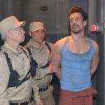 Nachdem er wegen Drogenschmuggels festgenommen wurde, beginnt für David (Philipp Christopher, r.) im Knast von Malaysia die Hölle... (Quelle: RTL / Rolf Baumgartner)