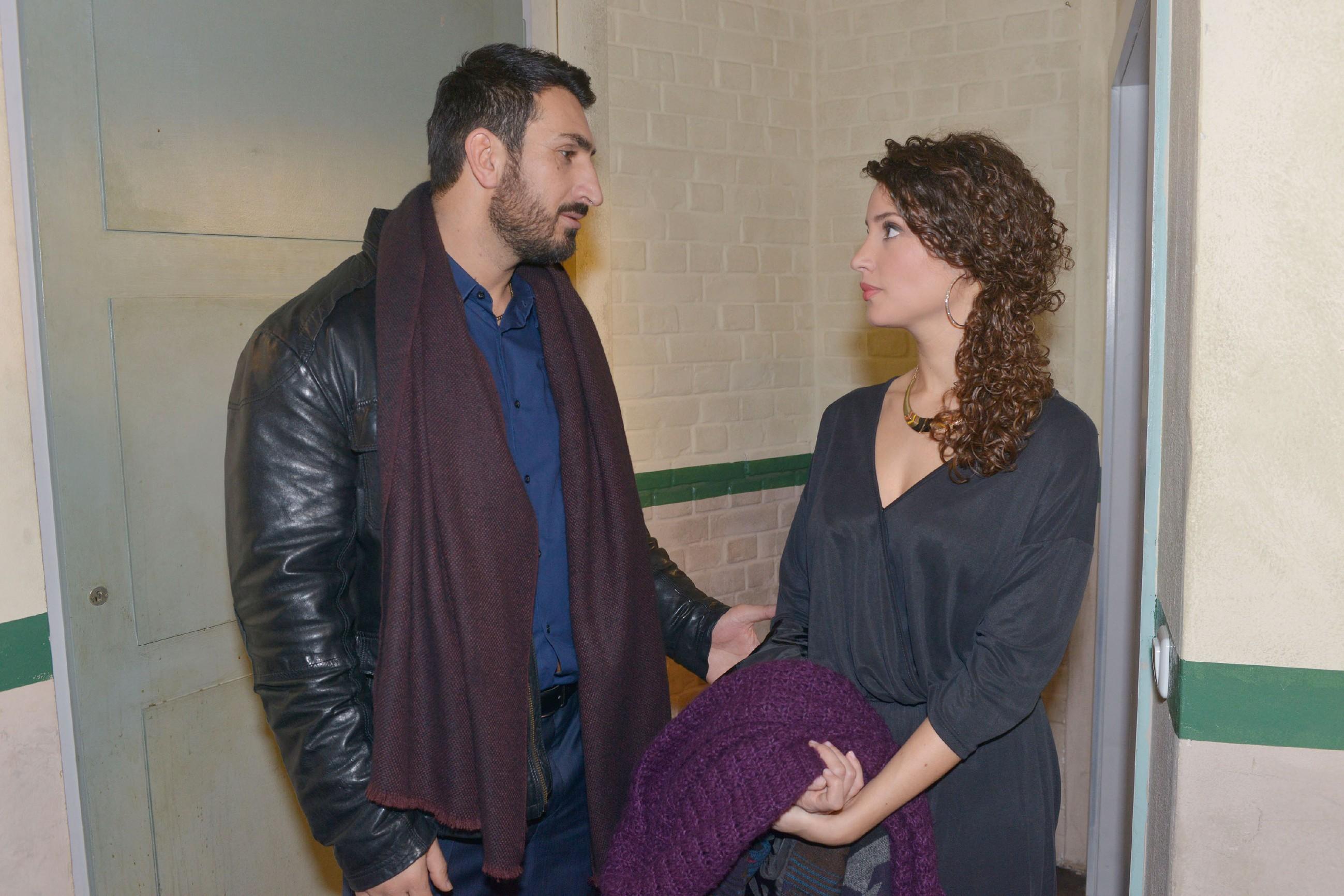 Mesut (Mustafa Alin) gibt die Hoffnung nicht auf, mehr als nur ein guter Freund für Ayla (Nadine Menz) zu sein. (Quelle: RTL / Rolf Baumgartner)