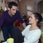 Emily (Anne Menden) genießt ihr neues Glück mit Tayfun (Tayfun Baydar), zumal der nach seinem Türkeiurlaub nur so vor Energie zu strotzen scheint. (Quelle: RTL / Rolf Baumgartner)