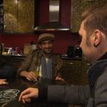 Leon versucht sein Gesicht zu wahren, als er von Tim und Roxy geärgert wird und wettet, dass er bis zum Abend zwei Kilo abnimmt. (Quelle: RTL 2)