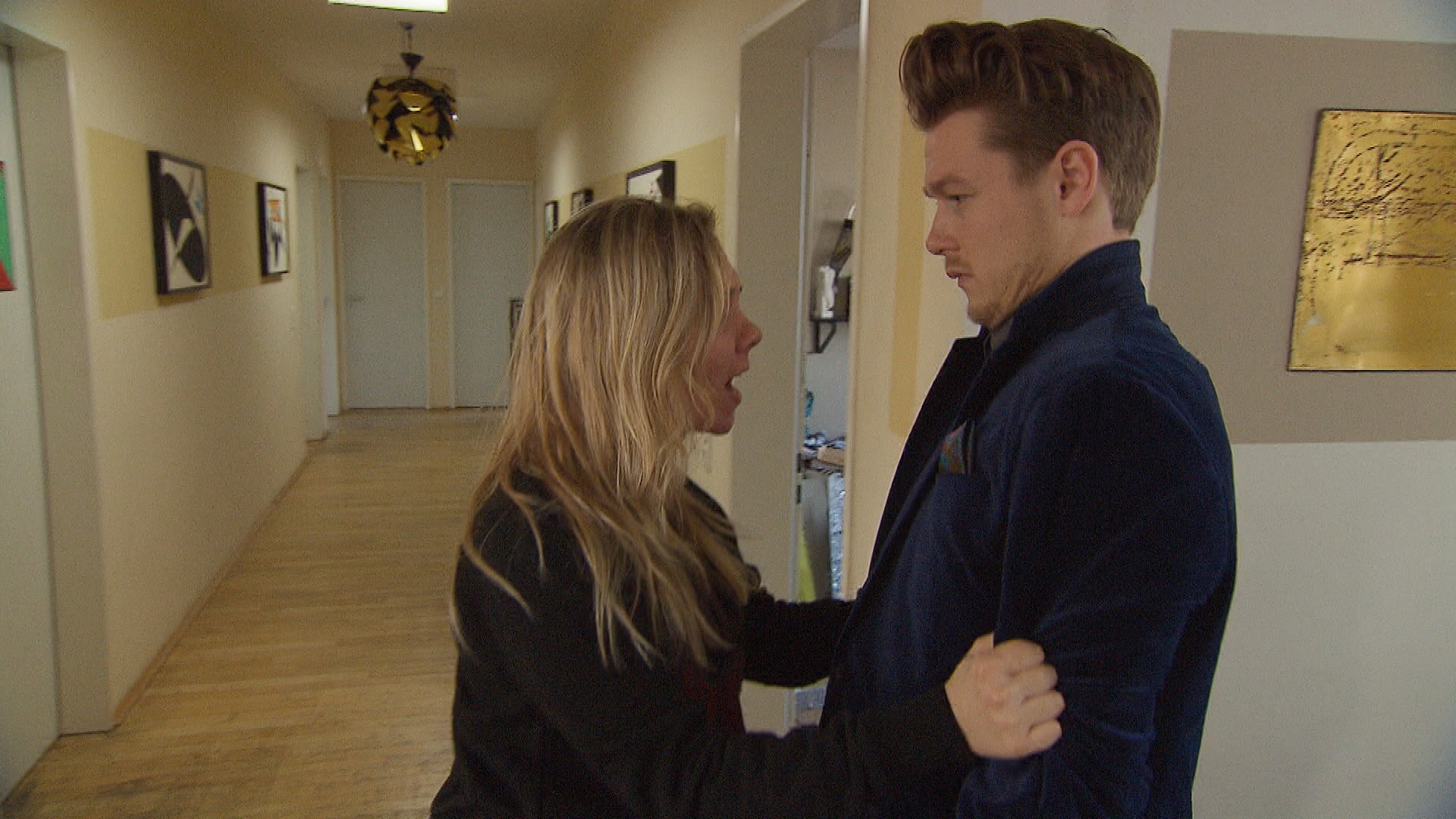 Valentin versucht, sich mit Frauen und Party von seiner Trauer abzulenken und riskiert dabei, dass eines seiner Dates sich eine schlimme Alkoholvergiftung zuzieht. (Quelle: RTL 2)